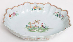 Chinese Export 18th Century Serving Bowl