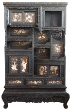 ORNATE 19TH CENTURY JAPANSEE CURIO CABINET