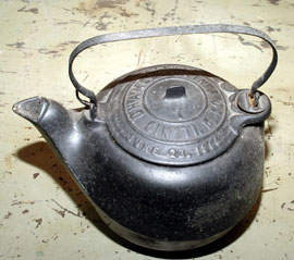 CINCINNATI CAST IRON KETTLE