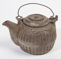 CHILDS CAST IRON KETTLE