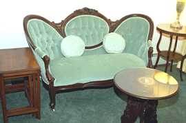WALNUT VICTORIAN LOVESEAT