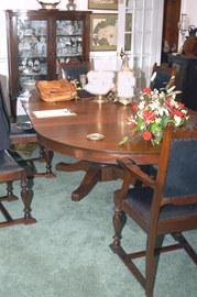 10 PC. DINING ROOM SUITE