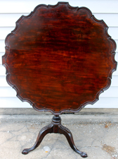 EARLY PIE CRUST TILT TOP TABLE