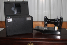 SINGER FEATHERWEIGHT MACHINE