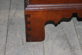 DETAIL OF DOVETAILED BASE