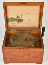 "8"" Regina Disc Music Box"